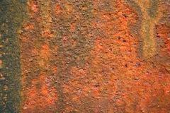 Forte struttura e colore intenso su metallo arrugginito, fondo astratto fotografie stock libere da diritti