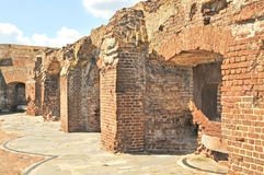 Forte Sumter: Caixilhos danificados da arma imagem de stock royalty free