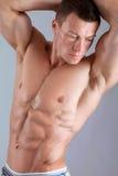 Forte uomo con il corpo di rilievo immagine stock