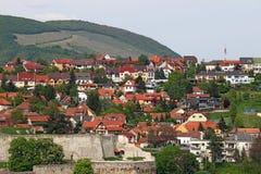 Forteca i domy pod wzgórzem Eger Obraz Stock