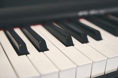 Fortepianowa klawiatura zamknięta w górę fotografii zdjęcie royalty free