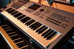 Fortepianowej klawiatury tło z selekcyjną ostrością Obraz Stock