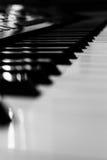 Fortepianowych klawiatur czarny i biały zbliżenie | klasyczny instrument muzyczny | muzyczna rozrywka Obrazy Royalty Free