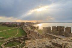 Forteresse d'Akkerman et ville de belgorod pendant le coucher du soleil à Odessa, Ukr Images stock
