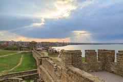 Forteresse d'Akkerman et ville de belgorod pendant le coucher du soleil à Odessa, Ukr Image libre de droits
