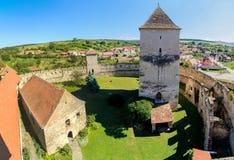 Forteresse de Calnic, église enrichie, le comté d'Alba, la Transylvanie, Roumanie photographie stock libre de droits