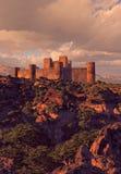 Forteresse de château dans les montagnes Images libres de droits