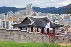 Forteresse de Hwaseong d'†de sites de patrimoine mondial de l'UNESCO de la Corée «et ville de Suwon Image libre de droits