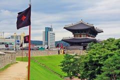 Forteresse de Hwaseong d'†de sites de patrimoine mondial de l'UNESCO de la Corée «et ville de Suwon Image stock