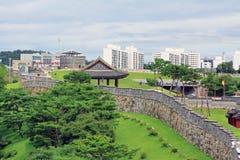 Forteresse de Hwaseong d'†de sites de patrimoine mondial de l'UNESCO de la Corée «et ville de Suwon Images libres de droits