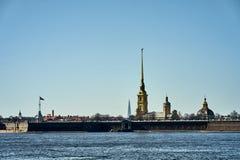 Forteresse de Peter et de Paul dans le lever de soleil, St Petersburg image libre de droits