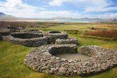 Forteresse de pierre de Cathair Deargain vallon l'irlande image stock