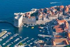 Forteresse de St Ivan et la marina dans vieux Dubrovnik image libre de droits
