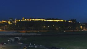 Forteresse de ville dans la nuit photo stock