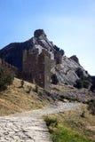 Forteresse Genoese en Crimée avec la roche photos stock