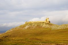 Forteresse médiévale d'Enisala dans la région de Dobrogea, Roumanie Image stock