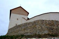 Forteresse médiévale dans Feldioara-Marienburg - vieux vestiges La Transylvanie, paysage urbain de RomaniaTypical dans les Rupea- Photographie stock