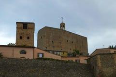 Forteresse médiévale dans Montefipore Conca, Italie photo stock