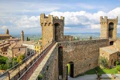 Forteresse médiévale de Montalcino en ` Orcia, Toscane, Italie de Val d photos stock