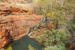 Fortesque nedgångKarijini nationalpark Australien Arkivbilder