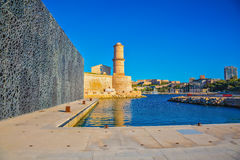 Fortet St John reflekteras i vattnet Arkivfoto