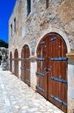 Fortetza: Oude deuren bij Venetiaanse vesting in Kreta Stock Foto's