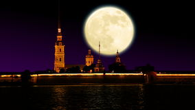 Fortezza alla notte ed alla grande luna video d archivio