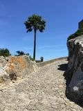 Fortezza antica in montagna fotografia stock