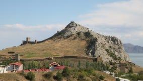 Fortezza antica sulla riva di mare stock footage