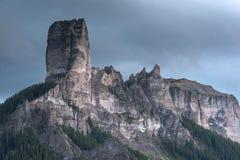 Fortezza del granito nel cielo immagini stock