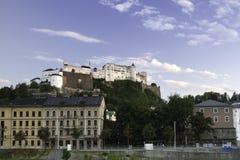 Fortezza di Festung Hohensalzburg sulla cima della collina i di Festungsberg Fotografie Stock