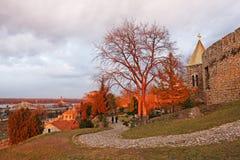 Fortezza di Kalemegdan con la chiesa di Ruzica, Belgrado, Serbia immagini stock libere da diritti