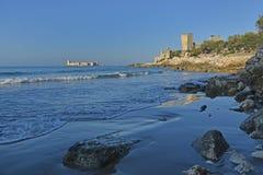 Fortezza di Kizkalesi in mare ed in altre rovine antiche Fotografia Stock