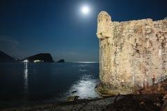 Fortezza di Medieaval di Budua nella luce della luna Immagine Stock Libera da Diritti