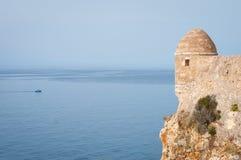 Fortezza di Rethymno e mare nei precedenti Fotografie Stock