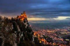 Fortezza di San Marino di Guaita al tramonto immagini stock libere da diritti
