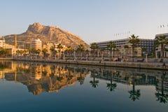 Fortezza di Santa Barbara e del lungonmare a Alicante fotografie stock
