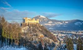 Fortezza famosa al tramonto nell'inverno, Salisburgo, Austria di Hohensalzburg Immagini Stock Libere da Diritti
