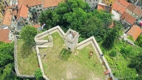 Fortezza Kamicak in Sinj, colpo aereo video d archivio