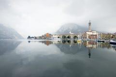 Villaggio italiano nel lago Como Fotografia Stock Libera da Diritti