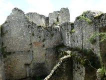 Fortezza Philippe Auguste in rovine nel villaggio medievale del chatel di Yevre immagine stock