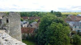 Fortezza Philippe Auguste in rovine nel villaggio medievale del chatel di Yevre fotografia stock libera da diritti