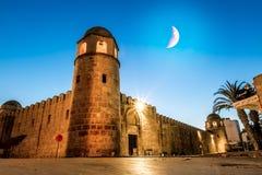 Fortezza Ribat in Medina Susa nella notte illuminata dalla luna fotografia stock