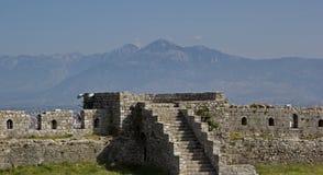 Fortezza Rozafa in Shkoder ed in alpi albanesi, Albania Fotografie Stock