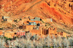 Fortezza tradizionale di Kasbah in valle nelle alte montagne di atlante, Marocco di Dades Immagini Stock