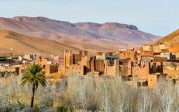 Fortezza tradizionale di Kasbah in valle nelle alte montagne di atlante, Marocco di Dades Fotografia Stock