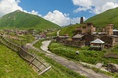 Fortezze di Svan al villaggio Georgia di Mestia Ushguli Fotografie Stock Libere da Diritti