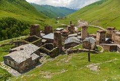 Fortezze di Svan al villaggio Georgia di Mestia Ushguli Fotografia Stock Libera da Diritti