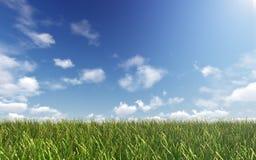 Fortfarande himmel över grönt land Arkivfoto