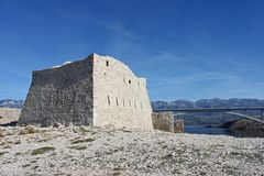 fortica废墟在Pag克罗地亚海岛上的  库存图片